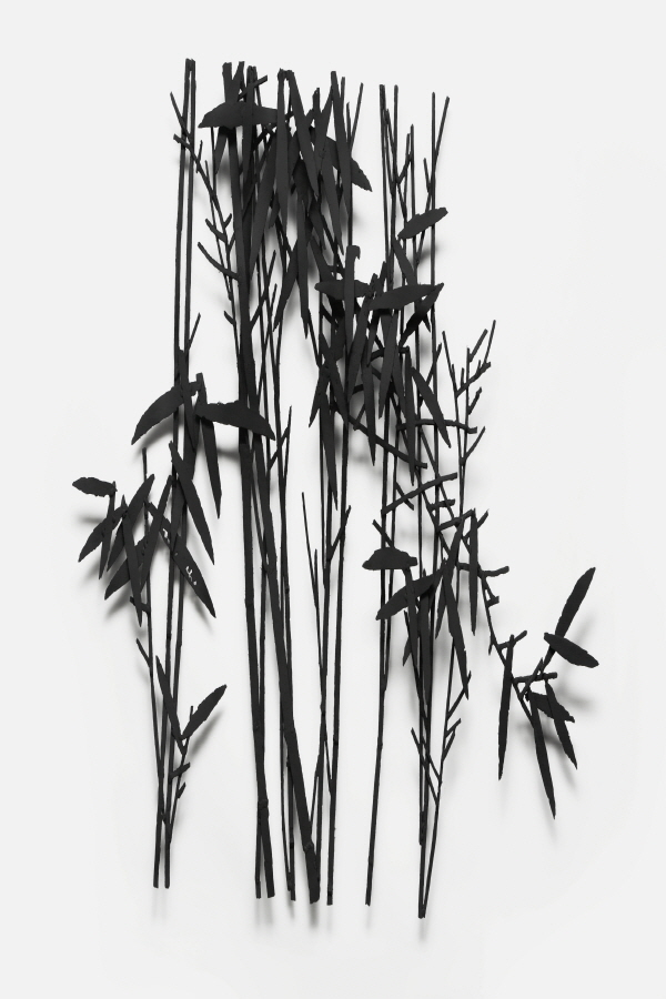 6.Untitled 71x100x10cm steel  polyenamel 2011.jpg